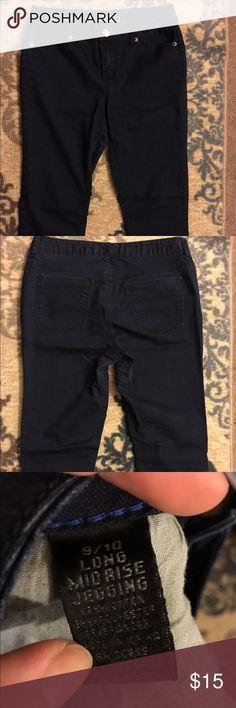 💙rue 21 jegging💙 Very dark jegging from rue 21 (pictures look black but they are not, very dark navy) gently used, still in great condition! ✨don't forget, spend $20 in my closet and get an item for 🆓✨ inseam is 29 inches Rue21 Jeans Skinny
