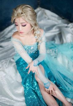 A Korean gal cosplaying as Elsa. Arendelle Frozen, Elsa Frozen, Disney Frozen, Frozen Cosplay, Elsa Cosplay, Disney Face Characters, Playing Dress Up, Fall Halloween, Costumes