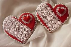 Medovníčky od Danky added a new photo. Lace Cookies, Candy Cookies, Royal Icing Cookies, Cupcake Cookies, Cupcakes, Valentine Cookies, Easter Cookies, Valentines, Heart Shaped Cookies