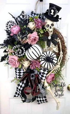 Halloween Mesh Wreaths, Scary Halloween Decorations, Halloween Pumpkins, Christmas Wreaths, Halloween Season, Halloween 2020, Holidays Halloween, Halloween Crafts, Halloween Stuff