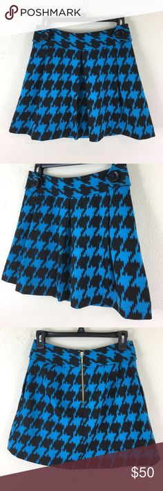 Express Black and Blue Pleated Skirt Excellent condition Express Design Studio Black and Blue Pleated Skirt. Featuring one big black button on each hip, a gold zipper in the back and side pockets. Express Skirts Mini