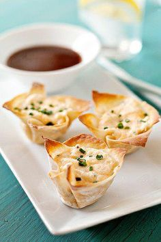Baked Crab Rangoon    1 can (6 oz.) white crabmeat, drained and chopped  4 oz. (1/2 of 8-oz. pkg.) cream cheese, softened  ½ teaspoon Garlic Powder  fresh ground pepper to taste  12 won ton wrappers    Preheat oven to 350°F. Spray a mini muffin tin with nonstick cooking spray.  In a medium bowl, combine crab meat, cream cheese,Garlic Powder,  and pepper. Mix well.  Place 1 won ton wrapper in each mini muffin cup. Fill cup with crab mixture.  Bake 15 to 20 min or until edges of golden brown