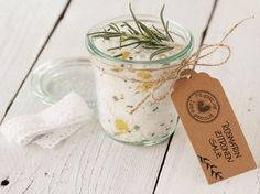 DIY-Anleitung: Rosmarin-Zitronen-Salz selber machen via DaWanda.com (christmas snacks ideas)