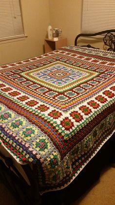 Best 12 Petra's blanket – SkillOfKing. Crochet Quilt Pattern, Crochet Blocks, Granny Square Crochet Pattern, Crochet Flower Patterns, Crochet Granny, Crochet Blanket Patterns, Crochet Designs, Scrap Yarn Crochet, Chunky Crochet