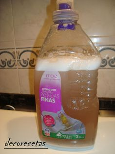 DECORECETAS: SUAVIZANTE CASERO PARA LAVADORA Storage Organization, Organizing, Cleaning Supplies, Water Bottle, Drinks, Tips, Cleanser, Home Made Soap, Cleaning Hacks