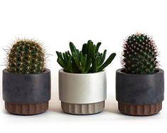 Charcoal grey with rust texture stripe, or sand-grey color with sand texture stripe. Small size is ideal for succulents and cacti. Use in a desk, shelf or windowsill. Poured Concrete, Concrete Planters, Planter Pots, Wall Planters, Cactus Ceramic, Wrought Iron Decor, Cement Art, Succulent Pots, Succulents Garden