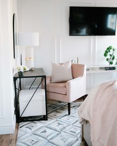 Master bedroom One Room Challenge makeover with desk/vanity & sitting area with blush chair and checkered ottoman Diy Home Crafts, Diy Home Decor, Diy Bathroom Reno, Bedroom Furniture, Bedroom Decor, Accent Wall Colors, Small Master Bedroom, Couple Bedroom, Kids Room Design