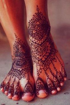 "tattooednbeautiful: ""Henna tattoos are non-permanent tattoos and they are really beautiful when done properly. Here are 87 beautiful henna foot tattoos ideas. Mehndi Tattoo, Henna Mehndi, Mädchen Tattoo, Leg Mehndi, Legs Mehndi Design, Henna Tattoo Designs, Mehandi Designs, Tattoo Pics, Real Tattoo"