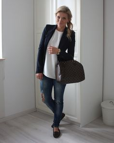 oh so cute and casual for work minus the torn jeans (to casual for work) but with nice jeans, a good look!