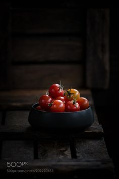 Cherry Tomatoes - Fresh cherry tomatoes in a bowl on old wooden table Best Food Photography, Fruit Photography, Photography Ideas, Cherry Fruit, Cherry Tomatoes, Fresh Cherry, Fresh Fruits And Vegetables, Fruit And Veg, Vegetables Photography