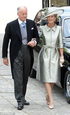 Pictured, Lord and Lady Brabourne attend their daughter Alexandra's wedding 25 June 2016 Mother Of The Bride Hats, Mother Of Bride Outfits, Mother Of Groom Dresses, Mob Dresses, Fashion Dresses, Mode Outfits, Girl Outfits, Royal Weddings, Royal Fashion
