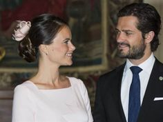Queens & Princesses - The Swedish Royal Family, (including Sofia, who is attending her first state visit)  welcomed the Indian President  at Arlanda Airport. The president is on a state visit to Sweden for three days.