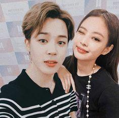 They look like siblings Jungkook Fanart, Bts Jungkook, K Pop, Kpop Couples, Blackpink And Bts, Bts Concert, Bts Love Yourself, Blackpink Jennie, Sooyoung