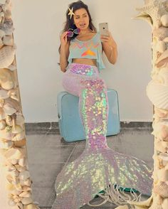 Iridiscent Mermaid Tail. Sequins. yenajah mermaid love crop top. Cauda de sereia