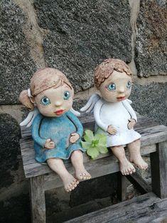 2x Andílek baculatý sedící (na přání) / Zboží prodejce Kočida   Fler.cz Ceramic Pottery, Art Dolls, Garden Sculpture, Clay, Disney Princess, Disney Characters, Outdoor Decor, Pasta, Ceramic Painting