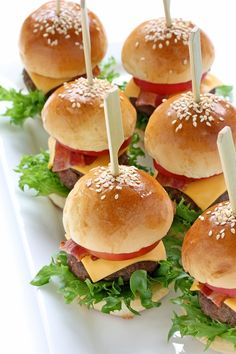 Ideas For Party Food Appetizers Easy Snacks Snacks Für Party, Appetizers For Party, Simple Appetizers, Meat Appetizers, Toothpick Appetizers, Mini Hamburgers, Mini Hamburger Sliders, Mini Burger Buns, Sliders Burger