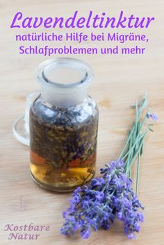 Die lila Blüten des Lavendels mit ihrem intensiven Duft riechen nicht nur gut, … The purple flowers of lavender with their intense scent not only smell good, but can also be used for health, for example as a healing tincture. Sleep Problems, Natural Cosmetics, Smell Good, Natural Medicine, Natural Healing, Diy Beauty, Beauty Care, Beauty Hacks, Natural Remedies