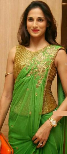Beautiful Saree with Corset Blouse. Nice pattern for a saree gown too Indian Attire, Indian Ethnic Wear, Bollywood, Saree Styles, Blouse Styles, Blouse Patterns, Saree Blouse Designs, Saris, Indian Dresses