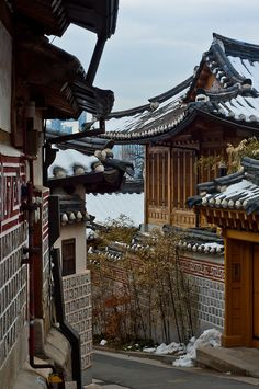 Hanoks in Bukchon Seoul, Korea South Korea Seoul, South Korea Travel, Oh The Places You'll Go, Places To Travel, Places To Visit, Republik Korea, South Korea Photography, Korean Peninsula, Japan