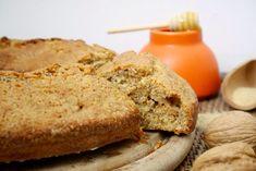 La ciambella integrale noci e miele è l'ideale per una sana e ricca colazione o merenda.