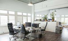 Modernes büro design  Möbliertes Büro mit 3 Arbeitsplätzen in einer Bürogemeinschaft in ...