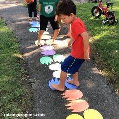 simple crafts for kindergarten Monster Footprint Hop * ages 2 Raising Dragons This Monster Footprint Hop is a fun gross motor activity for kids ages 2 and perfect for Halloween or any monster-themed party or event. Kids Crafts, Art Crafts, Kids Party Games, Outdoor Fun, Outdoor Party Games, Kids Outdoor Play, Outdoor Play Spaces, Kids And Parenting, Gentle Parenting