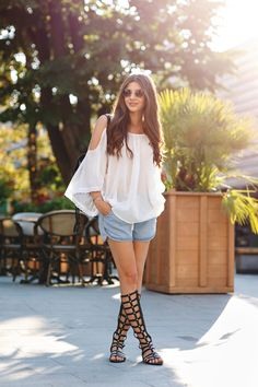 We think thatLarisa Costea is pulling off the gladiator sandal trend perfectly - just pair them with acid washed shorts and a white shirt!Blouse: Romwe, Shorts: Romwe, Sandals: Choies