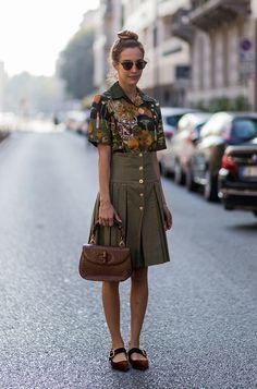 Look com carinha vintage com bolsa de alça de bamboo