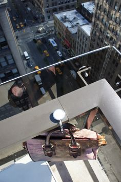 #taeshy #pursehook in #NYC  #baghanger #taeshy #pursehook #bagsoffthegroundwithstyle #handtaschenhalter #accessories #charms #swarovski #musthave #louisvuitton #newyork #gansevoort #rooftop #purse