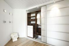 Mooie kast voor bijvoorbeeld in uw woon,- of slaapkamer. Wij kunnen ook handige kastinrichting voor uw verzorgen en zoals afgebeeld geïntegreerde verlichting. www.comfortinstijl.nl
