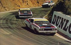 Moffat/Ickx leading Bond/Hamilton in their Ford XC Falcon Hardtops, 1977 Hardie-Ferodo 1000 Australian V8 Supercars, Australian Muscle Cars, Aussie Muscle Cars, Road Race Car, Race Cars, Road Racing, Mount Panorama, Gs500, The Great Race
