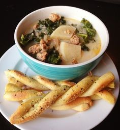 Best Paleo Zuppa Toscana Soup recipe - perfect for a cool day and also freezes and reheats well!