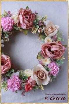 sold-out---Thank You!サーモンピンクのバラは、 少し枯れかかった感じのアートフラワーを使用しました。 よりアンティークな雰囲気が出る様に、... ハンドメイド、手作り、手仕事品の通販・販売・購入ならCreema。