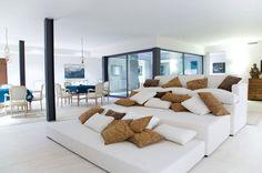 Original composición de sofá y módulos a medida, para crear una zona de relax o una sala de cine. http://www.originalhouse.info/