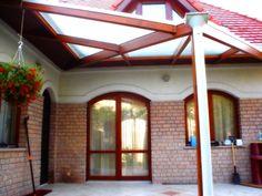 Előtetők és teraszfedések építése üveggel, polikarbonáttal, zsindellyel