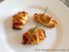 """Minis croissants tomate/gorgonzola/ciboulette. - C'est marqué """"servez-vous"""" ;)"""