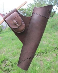 Leather Quiver with carved ornaments and pouch for side (belt) wearing. Size of the pouch approx. 8 x 13 cm. Archery Quiver, Archery Hunting, Leather Quiver, Leather Pouch, Tooled Leather, Leather Engraving, Archery Equipment, Traditional Archery, Bow Arrows