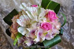 Till mor på mors dag..  Mor min mor du är underbar Jag älskar dig årets alla dar´ Du har gjort mig till den jag e´ Och dig jag nu vill tacka för de´ För ingen mor är bättre än du Varken förr eller nu  Världens Blommor Blomsterbutik Norra Långgatan 16 Landskrona 0418 65 11 59
