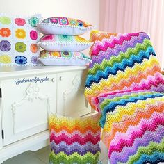 Crochet granny ripple, valleys done like Crochet Ripple Blanket, Crochet Shrug Pattern, Crochet Bedspread, Crochet Cushions, Crochet Quilt, Crochet Pillow, Crochet Home, Crochet Crafts, Crochet Stitches