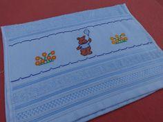 Toalha d lavabo - bordada em ponto cruz - desenho de ursinho