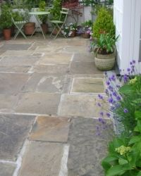 City Gardening reclaimed york stone paving Edward Hitchen Ltd (Hitchen's of Exeter) Paving Stone Patio, Outdoor Paving, Garden Paving, Paving Stones, Stone Patios, Courtyard Gardens, Backyard Patio, Backyard Landscaping, York Stone