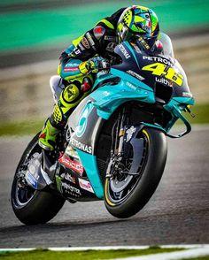 Motogp Valentino Rossi, Valentino Rossi 46, Moto Wallpapers, Cityscape Wallpaper, Motorcycle Riding Gear, Gp Moto, Motorcross Bike, Bike Bmw, Biker Love