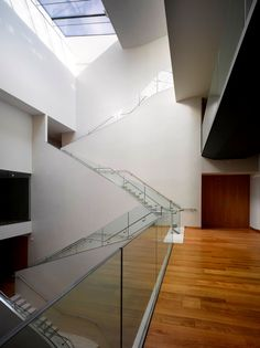 "The Ashmolean Museum of Art and Archaeology in Oxford, England, is the world's first university museum. After a major redevelopment the museum re-opened In November 2011 with new galleries focusing on Egypt and Nubia.  Armourcoat Polished Plaster ""Armuralia"" provided a classic yet modern feel to this stair case."