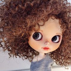 New girl with crazy hair:grin: by pomipomari Blythe Dolls For Sale, Ooak Dolls, Pretty Dolls, Beautiful Dolls, Cute Bunny Cartoon, Curly Hair Drawing, Kawaii Doll, Little Doll, Doll Hair