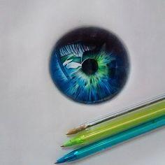 Chiêm ngưỡng những bức tranh vẽ đồng tử mắt của Gelson Fonteles, người xem như có cảm giác đang nhìn lên bầu trời đêm đầy sao.