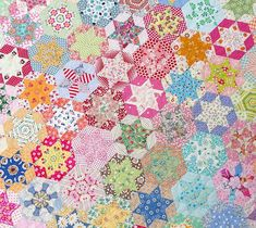 Red Pepper Quilts: Hand Pieced Hexagon Star Quilt --- Stunning!