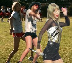 Here's to the awkward Taylor Swift dancing .gif If I had my way, everyone would dance like Taylor Swift XD Taylor Swift Songs, Taylor Swift Dancing, Taylor Alison Swift, Taylor Taylor, Live Taylor, Anaconda, Girl Truths, Bae, Valentino
