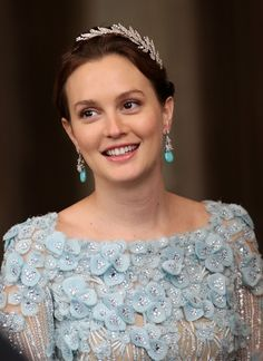 """Leighton Meester (SC suspect). That's what too many details makes with SC ladies, Leighton looks """"simple"""" and not elegant at all. That color doesn't add also :("""