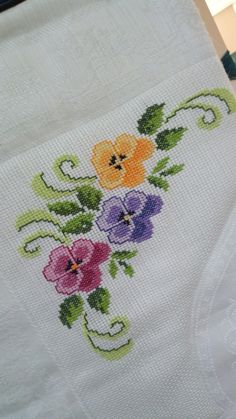 Beaded Cross Stitch, Cross Stitch Borders, Crochet Borders, Cross Stitch Rose, Simple Cross Stitch, Cross Stitch Flowers, Cross Stitch Designs, Cross Stitch Embroidery, Hand Embroidery