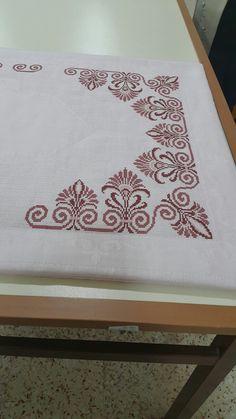 Cross Stitching, Cross Stitch Embroidery, Cross Stitch Patterns, Burlap Table Runners, Bargello, Loom Patterns, Christmas Cross, Pattern Art, Machine Embroidery Designs